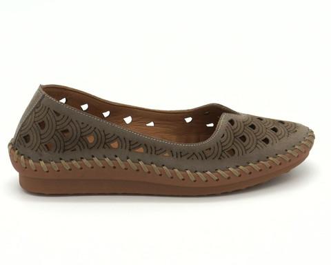 Коричневые кожаные туфли со сквозной перфорацией