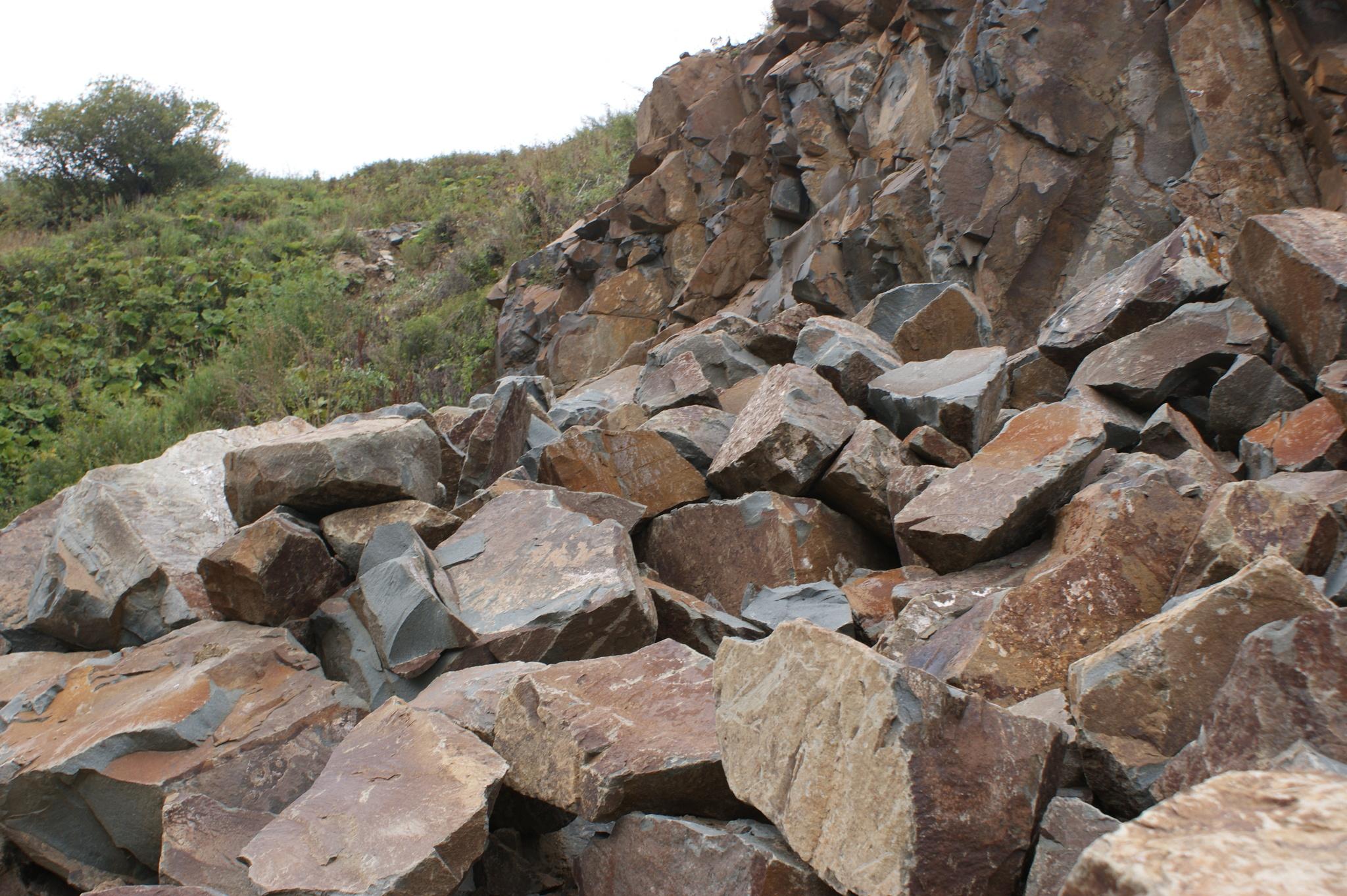 глыба андезит, добыча напрямую с горной местности