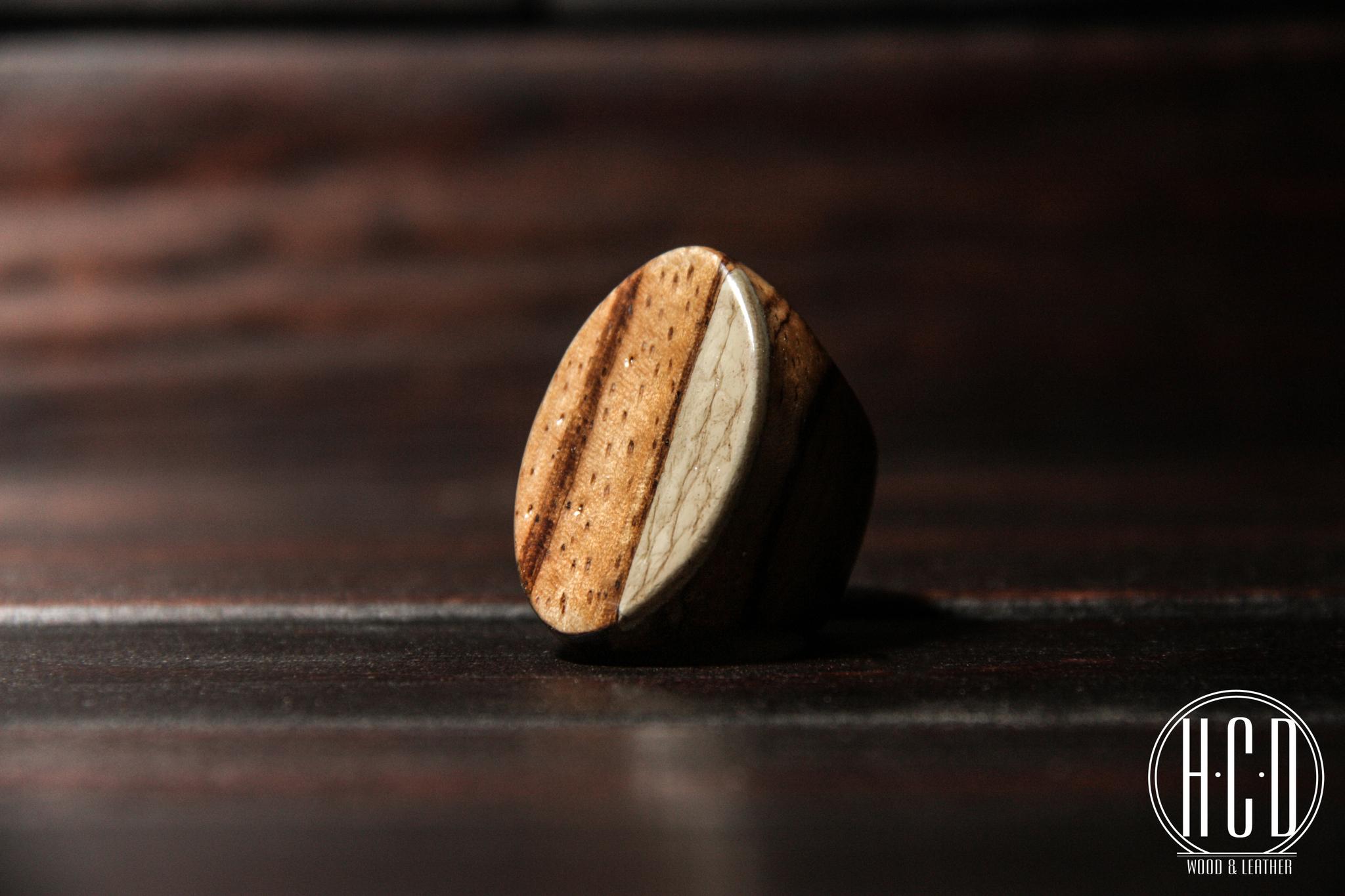 Деревянное кольцо с кожаной вставкой (Зебрано)
