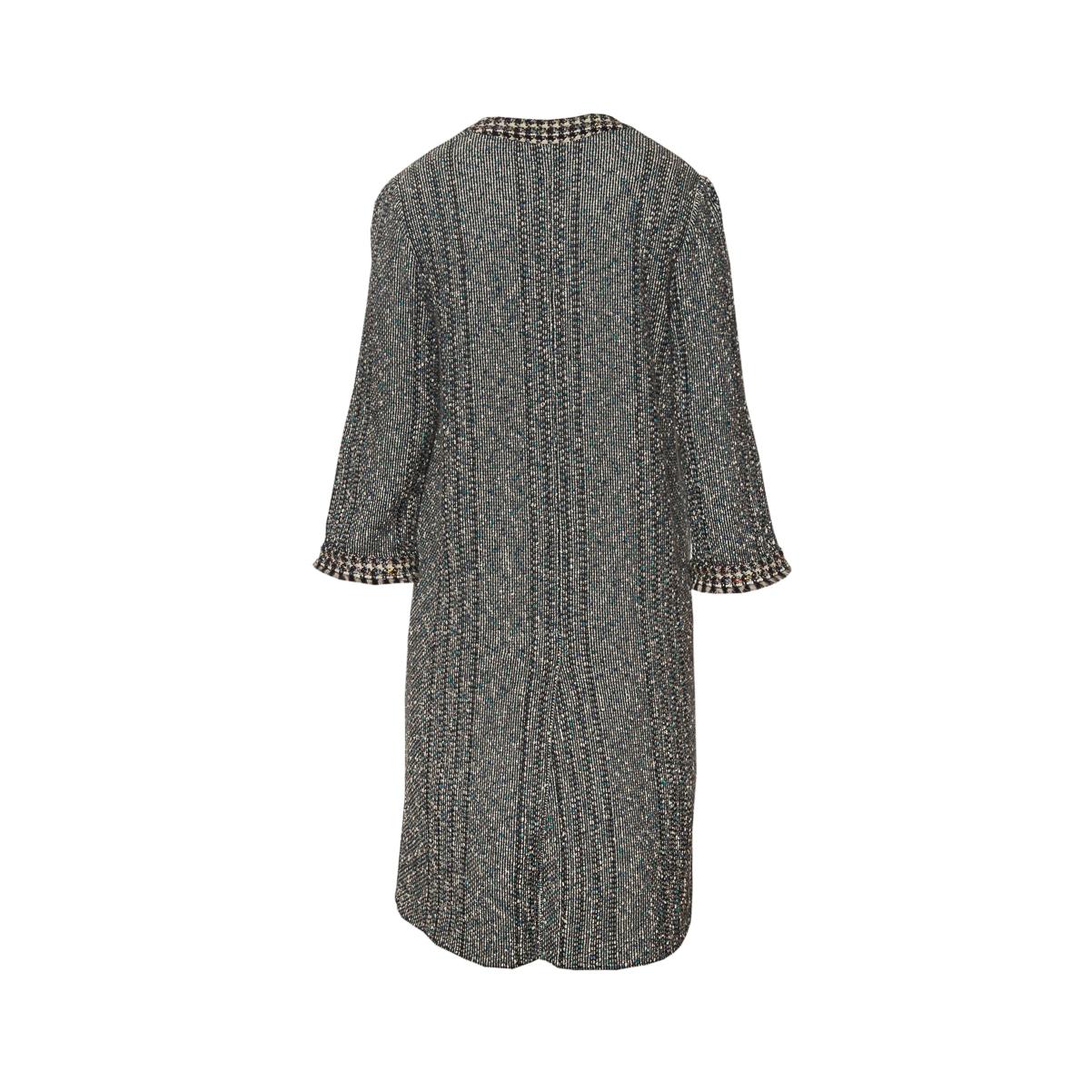 Легкое пальто из твида от Chanel, 42 размер.