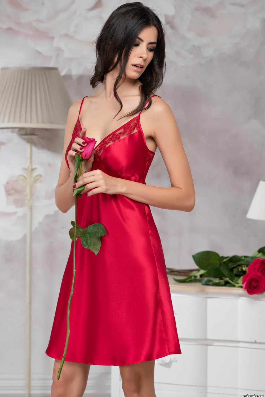 Красная сорочка Marisia на тонких бретелях с подрезом под грудью