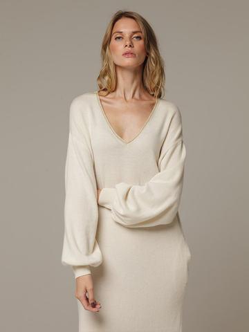 Женское белое платье с V-образным вырезом и объемными рукавами из 100% кашемира - фото 4