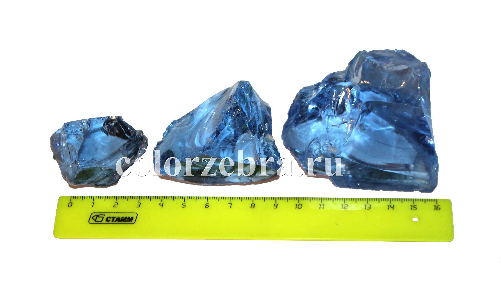 Кусковое стекло синее