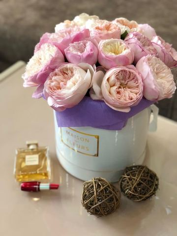 Пионовидные розы David Austin в подарочной коробке