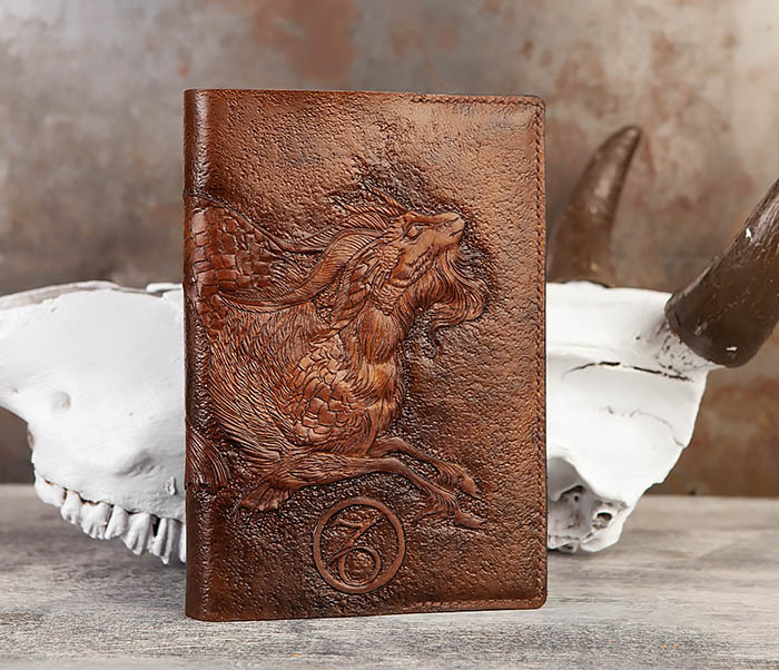 BC190 Ежедневник в кожаной обложке и изображением Козерога (А5) фото 01