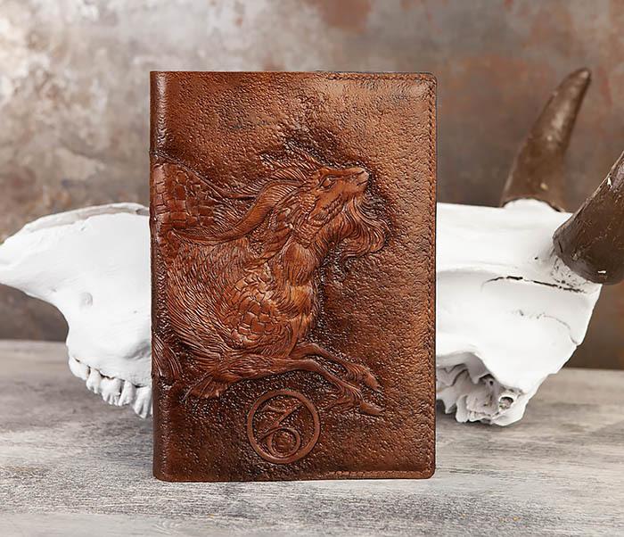 BC190 Ежедневник в кожаной обложке и изображением Козерога (А5) фото 02