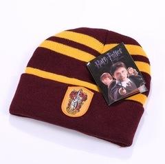 Вязаная шапка Гарри Поттер с эмблемой Гриффиндора