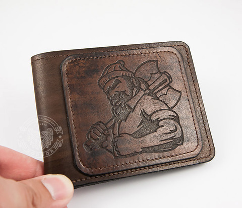 Оригинальное мужское портмоне с суровым дровосеком (гравировка), ручная работа
