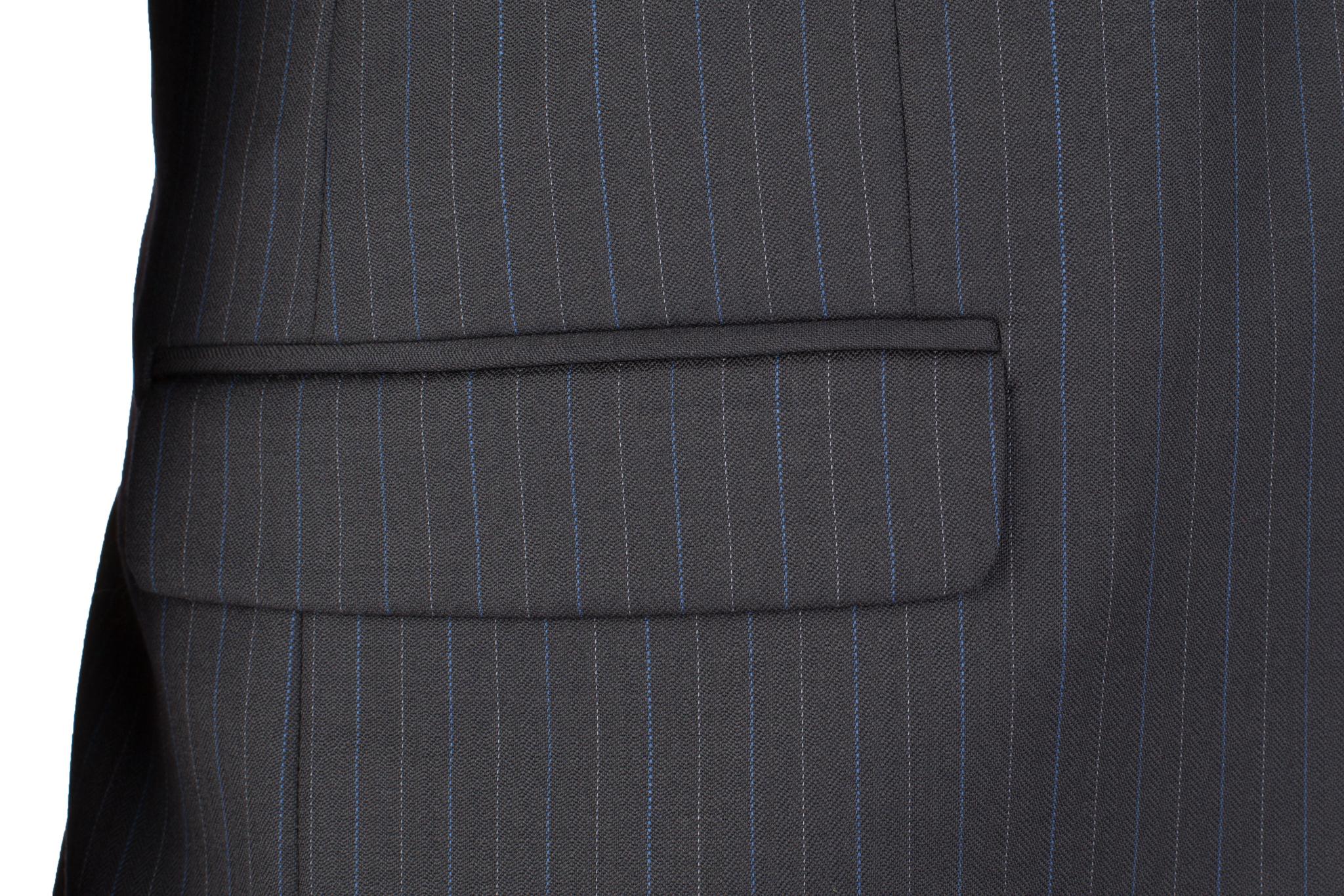 Тёмно-синий костюм в полоску из 100%-ной шерсти, накладной карман