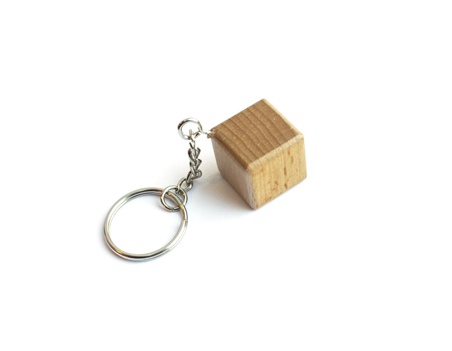 Брелок кубик из дерева