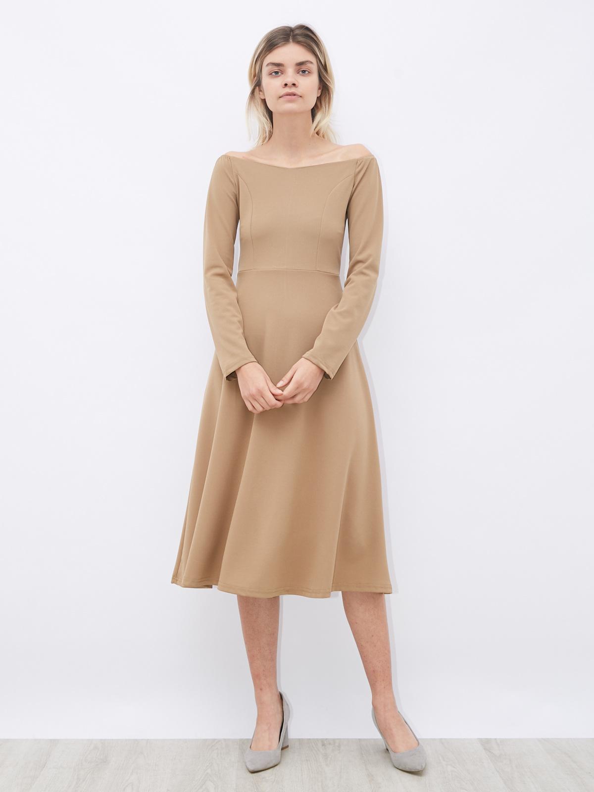 Платье с вырезом лодочка с резинкой на плече