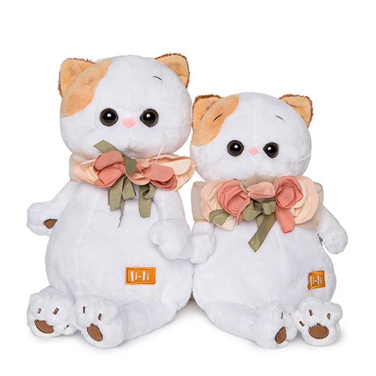 Кошечка Ли-Ли с цветами из шелка