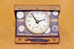 Часы настольные Timeworks Suitcase BCSC2S