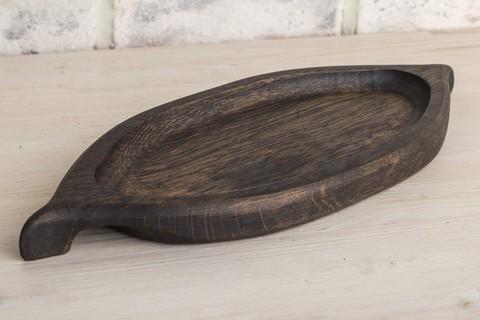 Тарелка из темного дуба