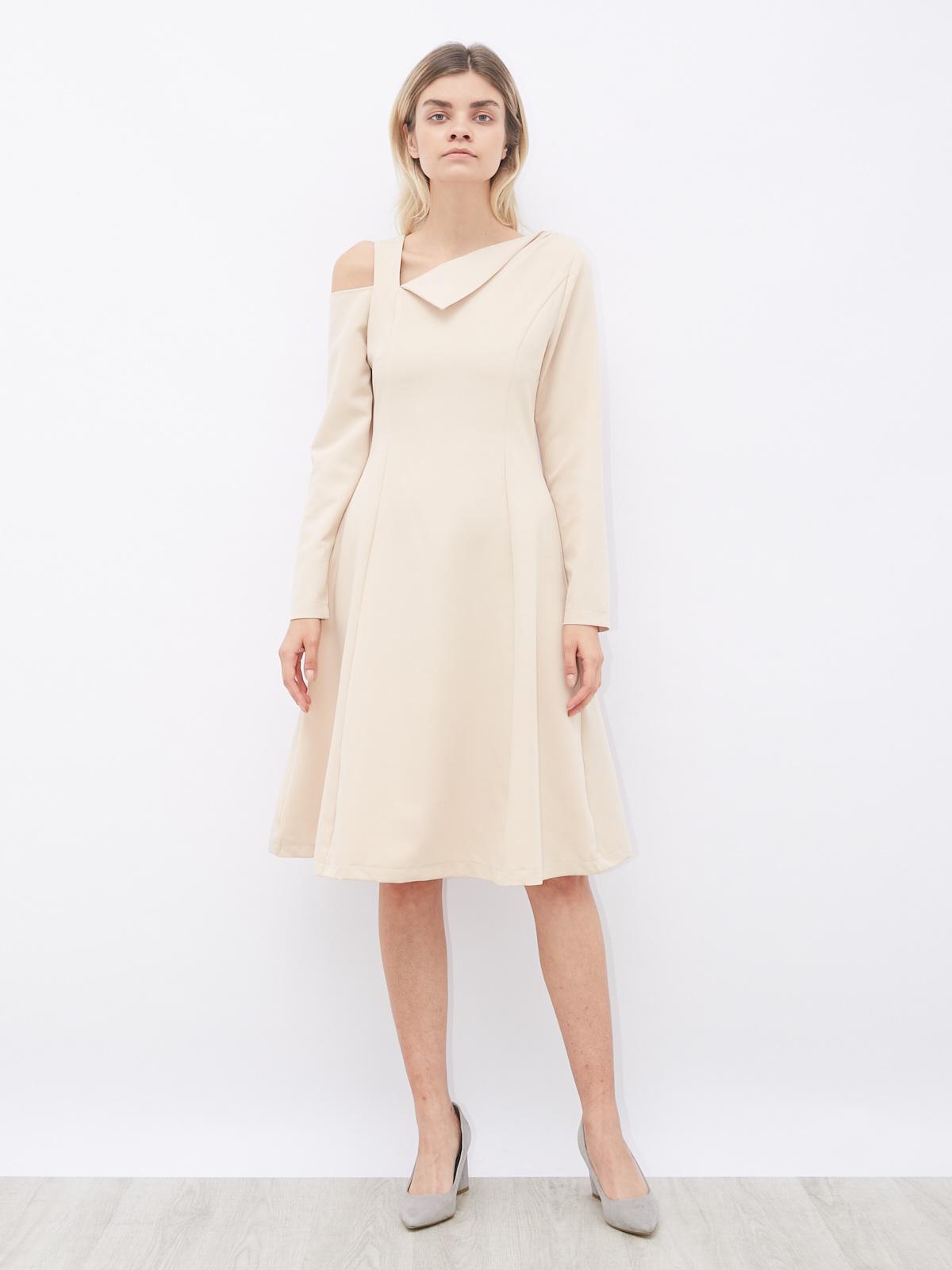 Платье  приталенное с вырезом на плече