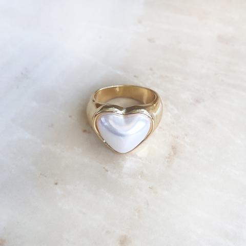 Кольцо Перламутровое сердце в оправе из позолоты
