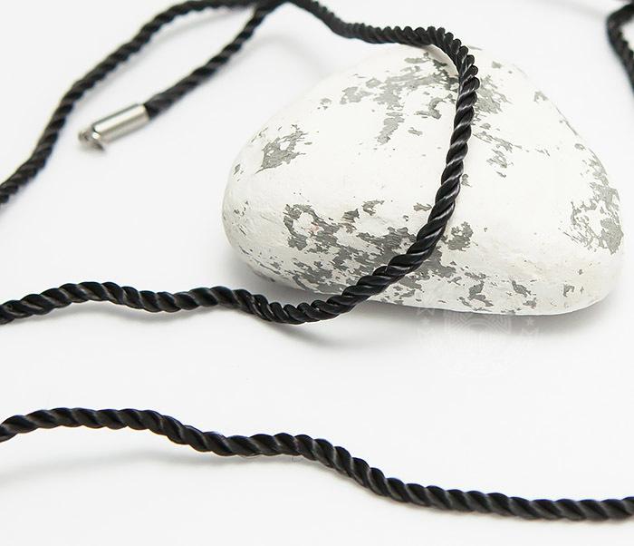 Pokrovsky, Крученый шнурок на шею (гайтан) из шелка черного цвета (55 см) шнурок кожаный на шею 09001з