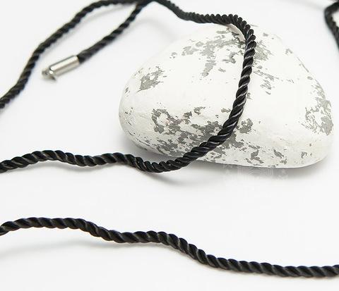 Крученый шнурок на шею (гайтан) из шелка черного цвета (55 см)