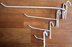 Крючок на решетку КР-15 белый, L=150 мм.