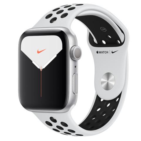 Apple Watch Series 5 Nike+ GPS, 44mm, корпус из алюминия серебристого цвета, спортивный ремешок цвета «чистая платина/чёрный»