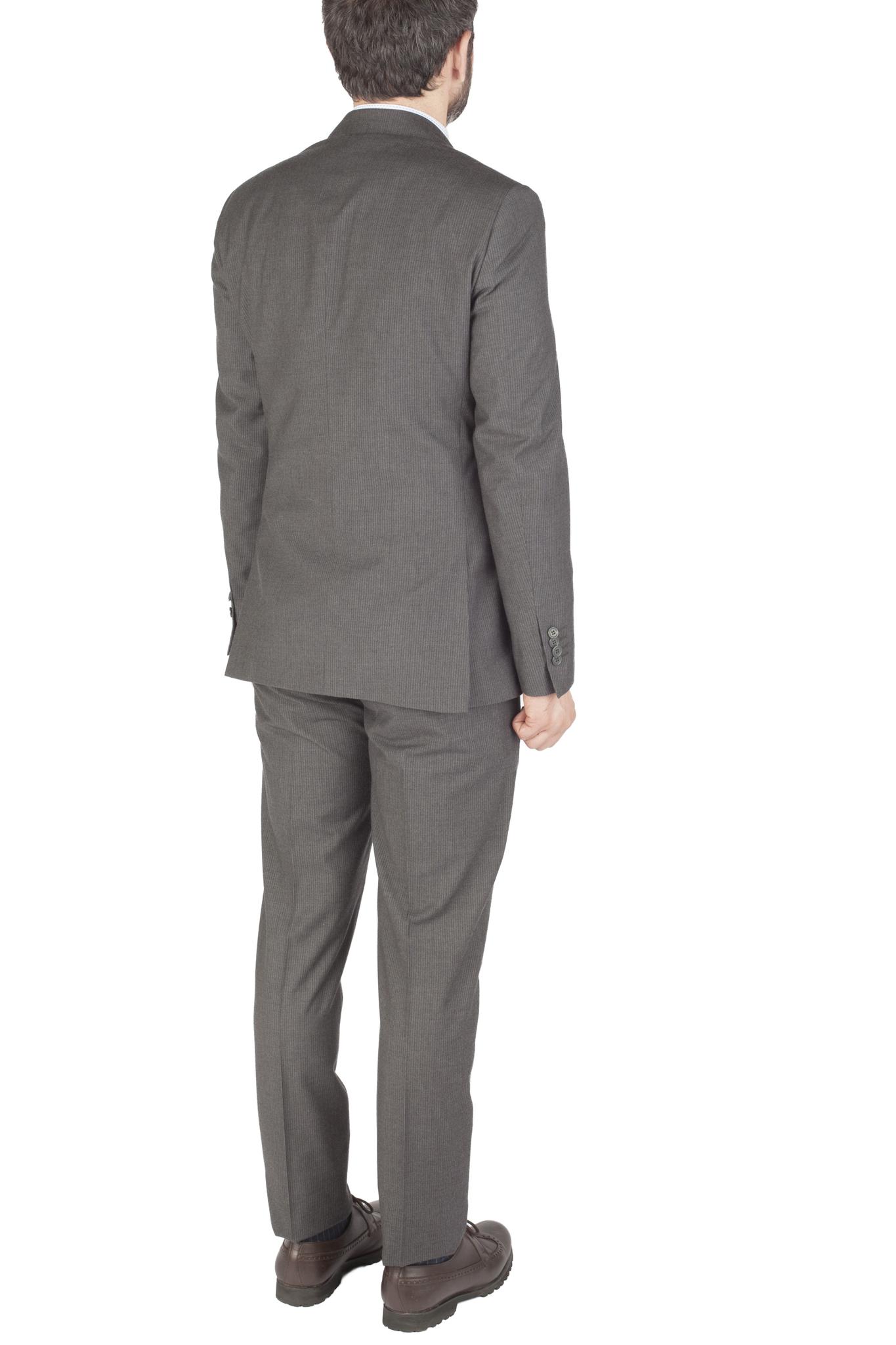 Серый костюм в тонкую полоску из 100%-ной шерсти