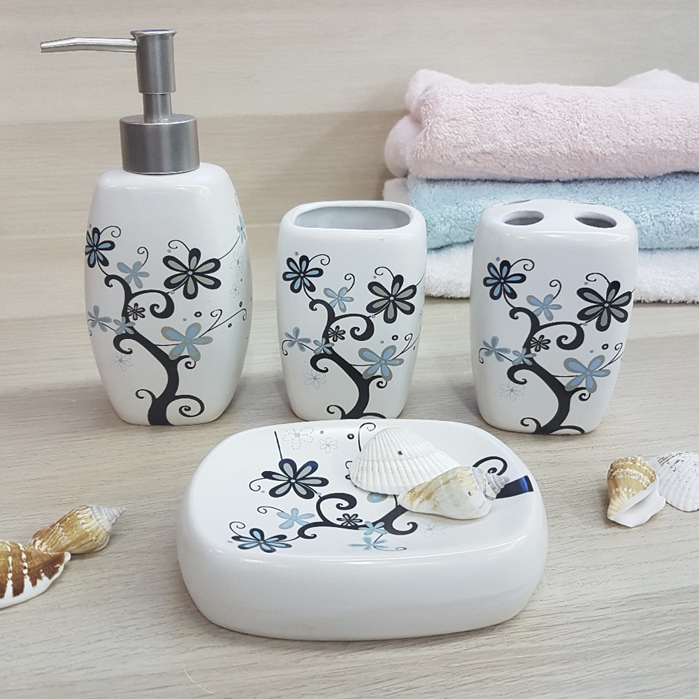 Ванный набор, керамика, молочный, с светло-цветочным принтом.