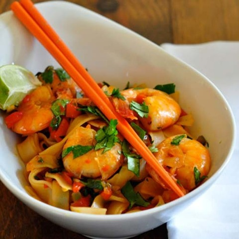 https://static-eu.insales.ru/images/products/1/4414/36155710/rice_noodles_stir_fry.jpg