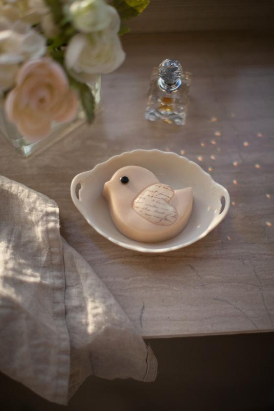 Мыло ручной работы в виде птички. Пластиковая форма