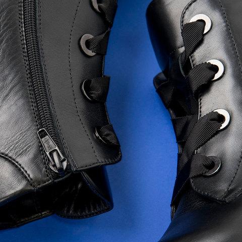 Шнурки на женских ботинках