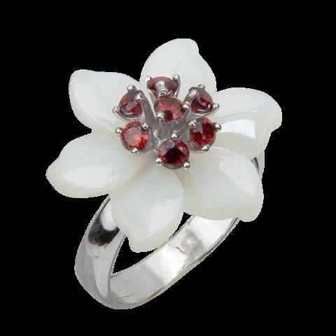 Кольцо с цветком из белого перламутра, гранатом и фианитом
