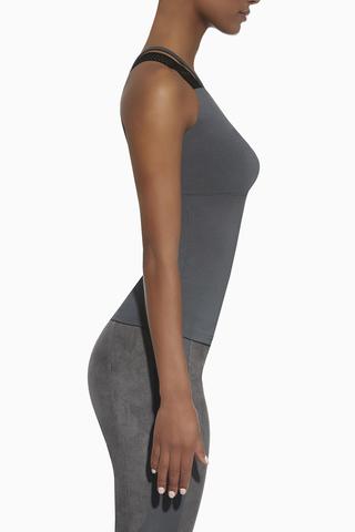 Оригинальная майка для фитнеса серого цвета