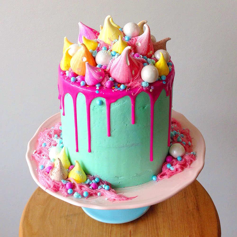 Торт с розовой глазурью