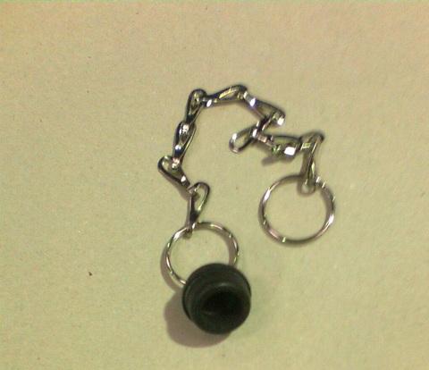 23242824 Заглушка резиновая диа. 20 мм с цепочкой