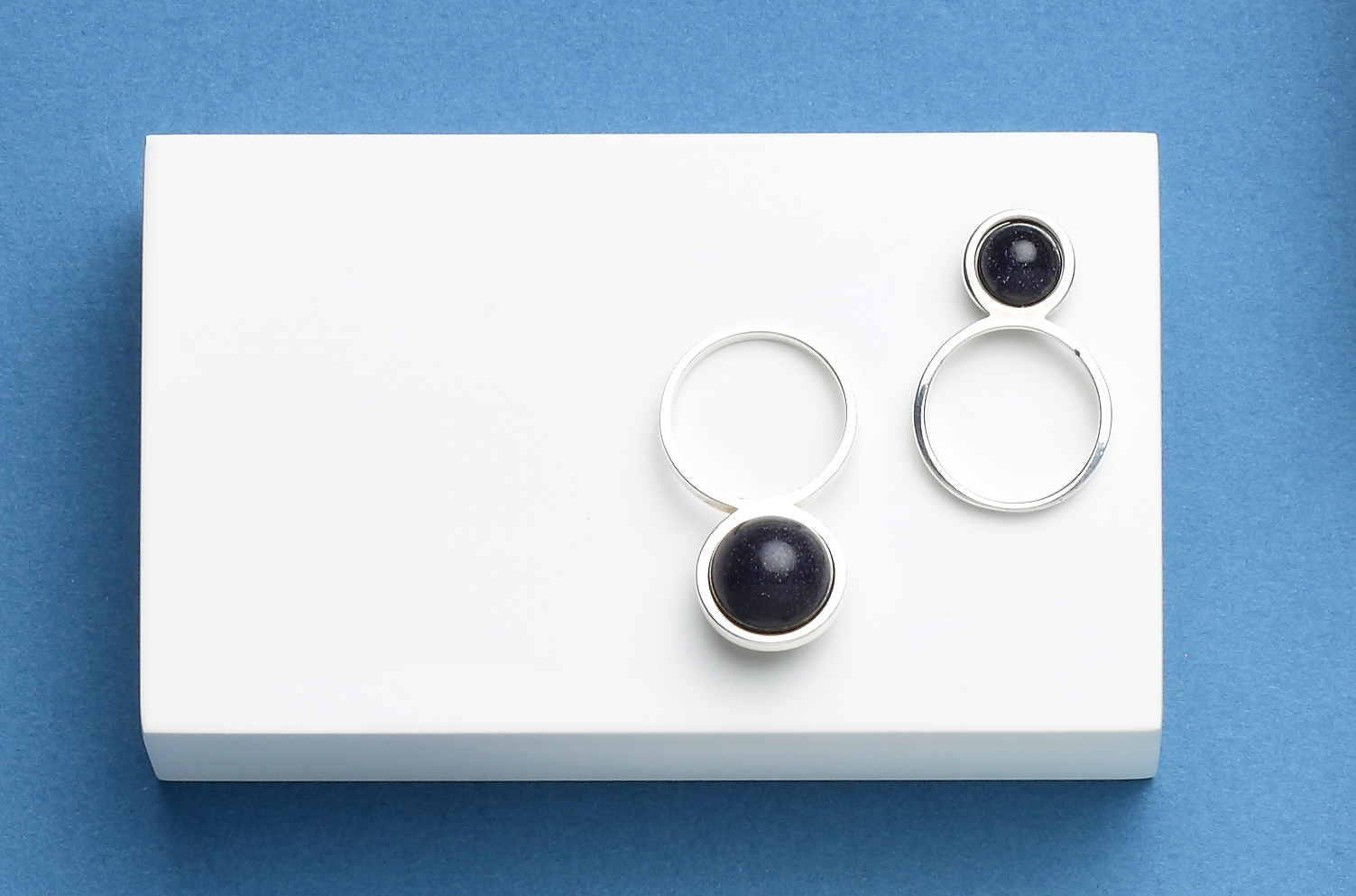 Серебряное кольцо с маленьким авантюрином