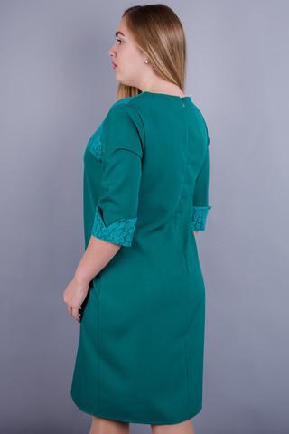 Эвелин. Стильное платье плюс сайз. Изумруд.