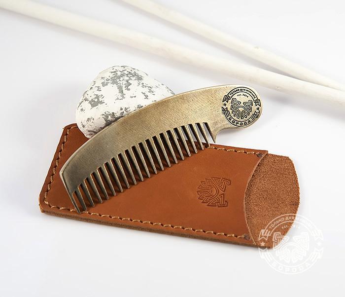 RAZ171 Классная фирменная расческа из бронзы в кожаном чехле ручной работы фото 06