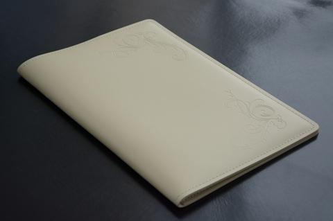 Кожаная папка с блокнотом А4 цвет слоновая кость.
