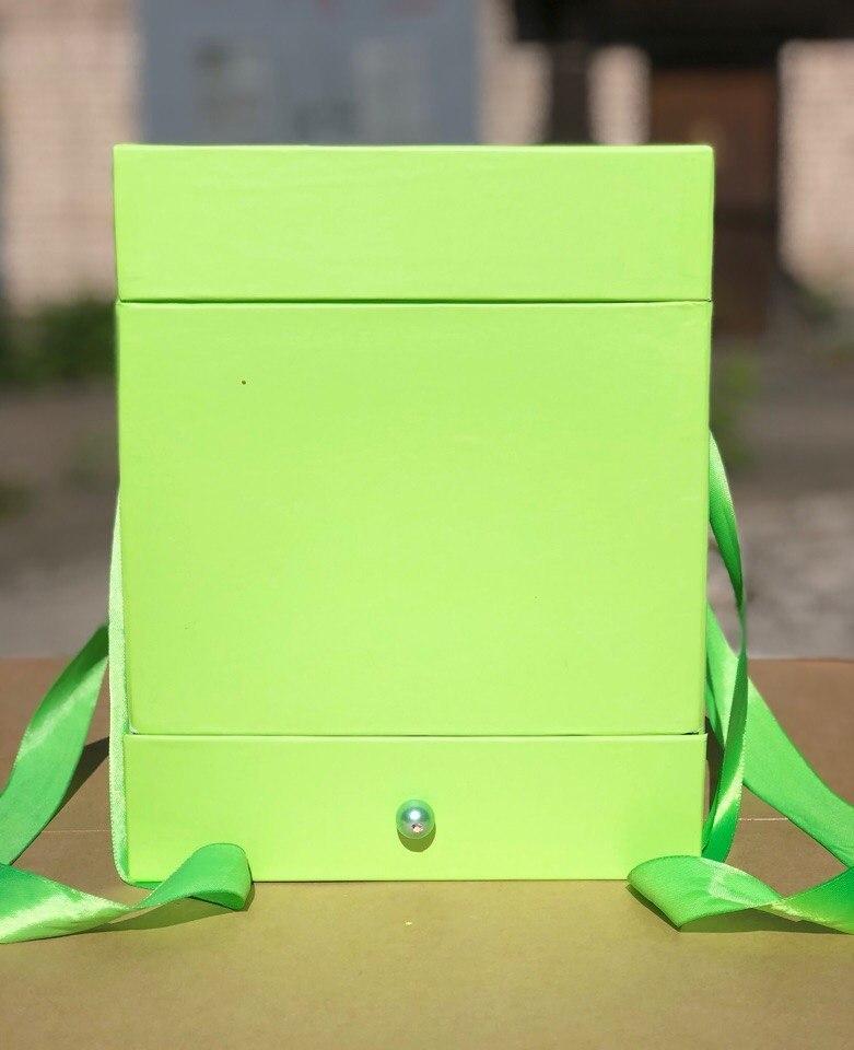 Квадратная коробка с отделением для подарка. Цвет: Зеленый   . В розницу 450 рублей .