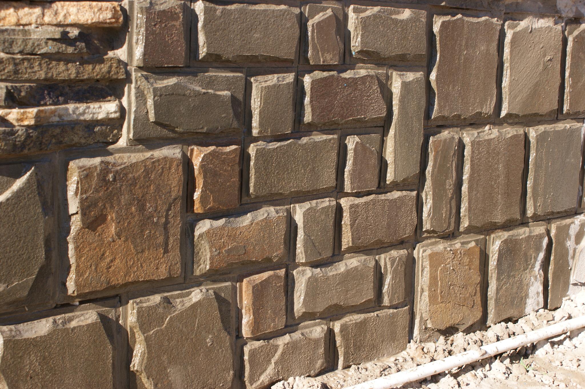 плитка песчаник пиленный рустованный Серый, пример облицовки