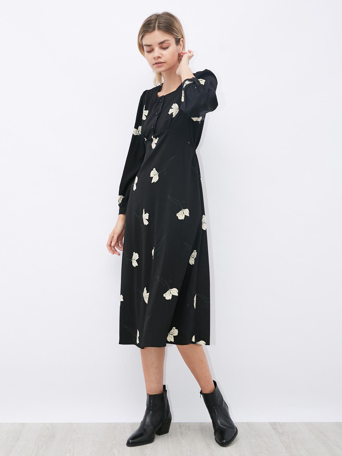 Платье в цветочек со вшитым поясом
