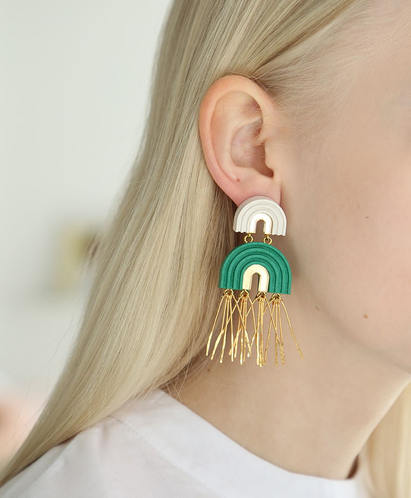 Серьги Two Arch Tassel Emeralds
