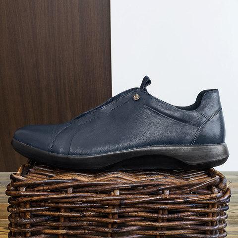 Кожаные кроссовки синего цвета