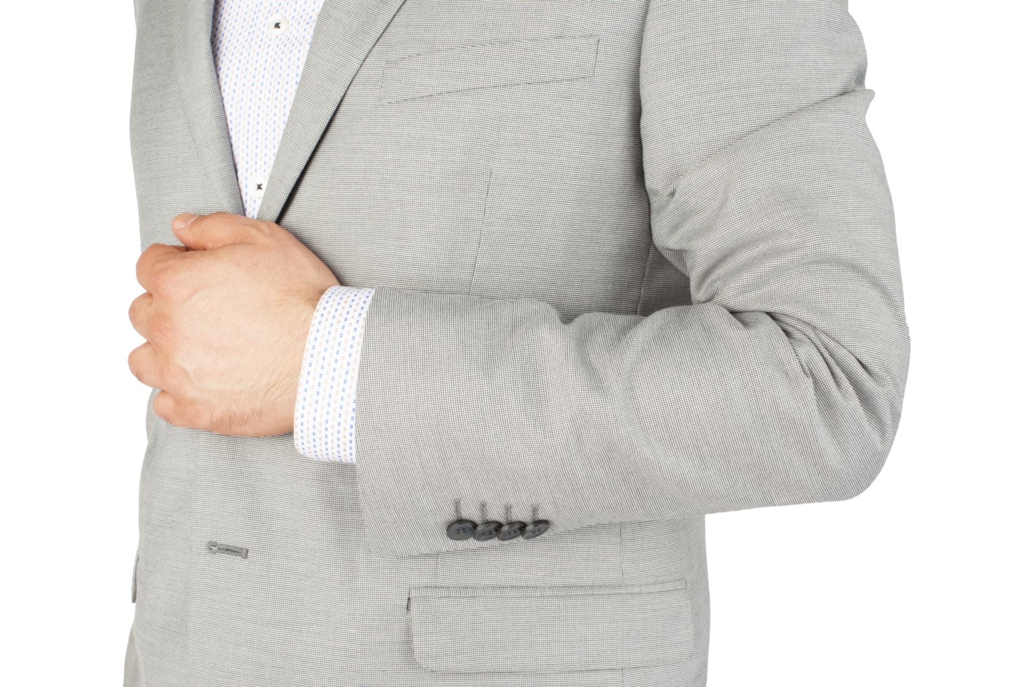 Светло-серый костюм в тёмно-серую крапинку