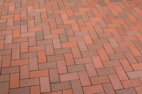 Feldhaus Klinker - P403DF, Gala flamea, красный пестрый, обожженный c оттенками, 240x118x52 - Клинкерная тротуарная брусчатка