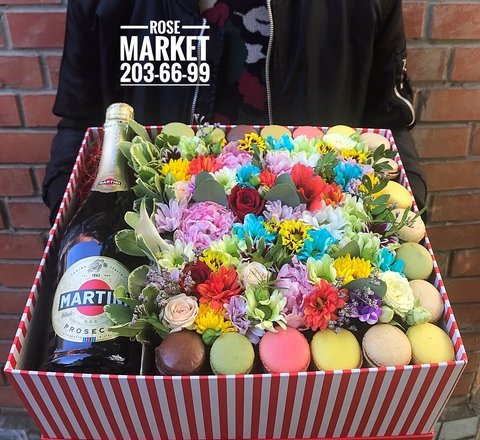 Цветы и macaron ( 36 шт.) + игристое #20622