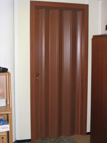 Дверь гармошка красное дерево