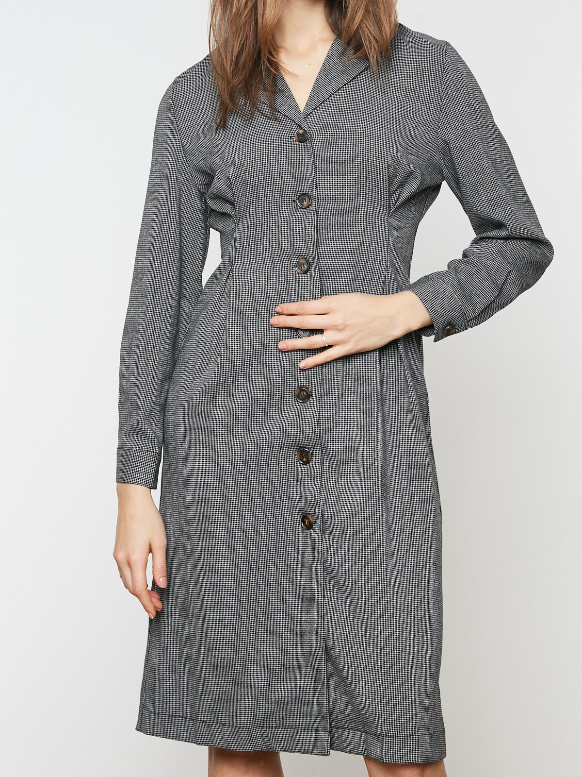 Платье в мелкую клетку с защипами на талии
