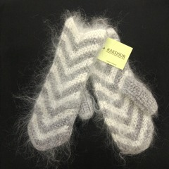 Вязанные варежки из козьего пуха ручной работы серо-белые 15
