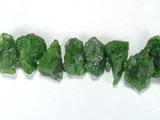 Бусина из хромдиопсида, фигурная, 5x15 - 12x18 мм (природная форма)