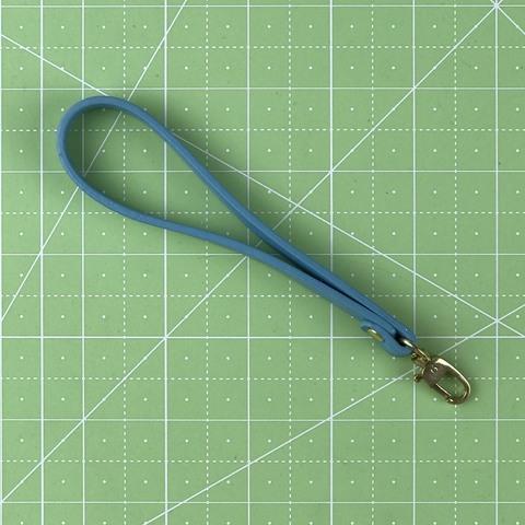 Ремешок-петля с карабином 14 см. (голубой)